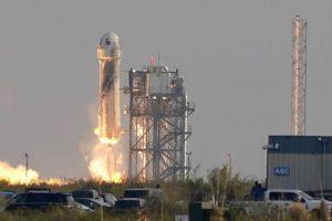 Jeff Bezos logra llegar al espacio y así fue el sorprendente momento